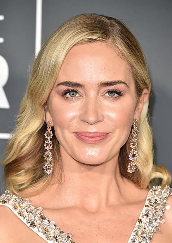 Emily Blunt wore Lorraine Schwartz earrings at the Critics' Choice Awards
