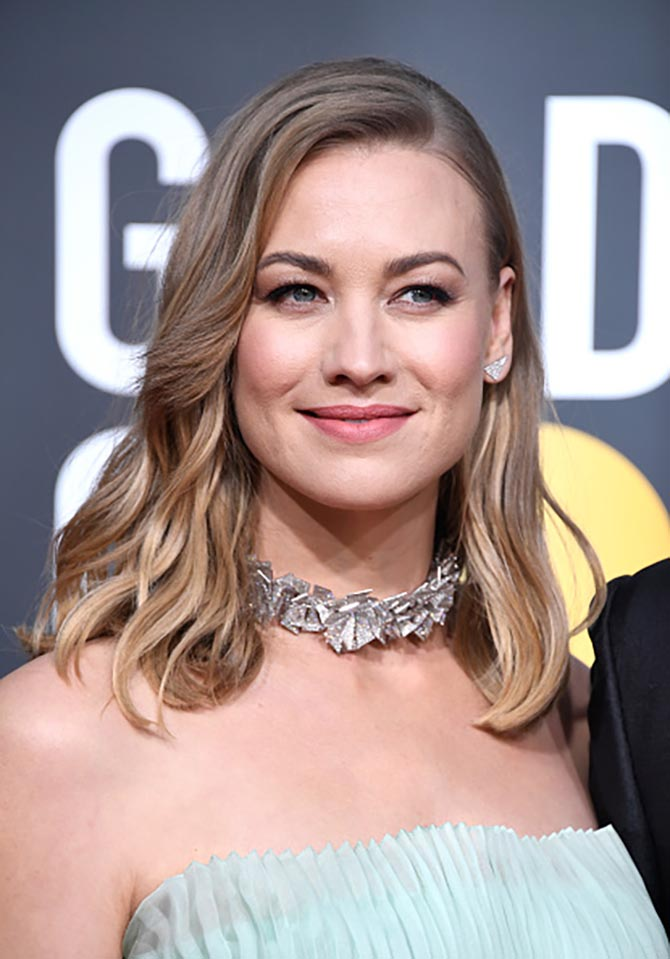 Yvonne Strahovski in Lorraine Schwartz diamond necklace