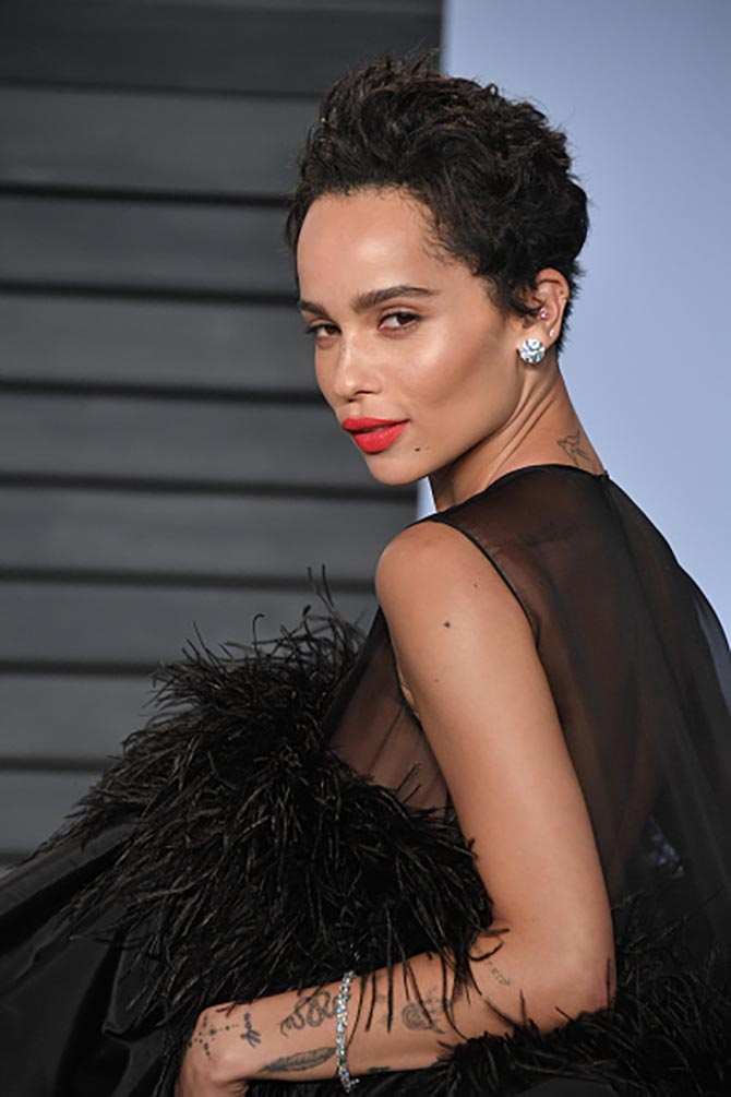 At the Vanity Fair Oscar party, Zoë looked full-on movie star glam with tousled hair, a red pout, a short YSL black feathered dress and hefty 30-carat diamond studs by Lorraine Schwartz.