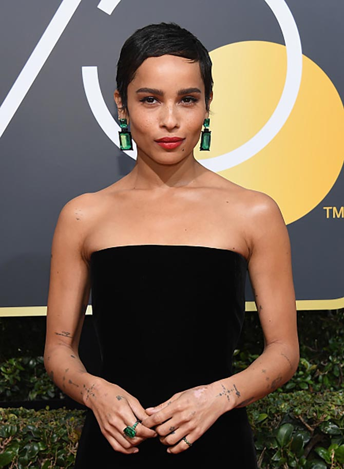 At the Golden Globes, Zoë rocked slick cropped hair and a strapless black YSL gown with jaw dropping Lorraine Schwartz 105-carats Colombian emerald and black jade earrings.