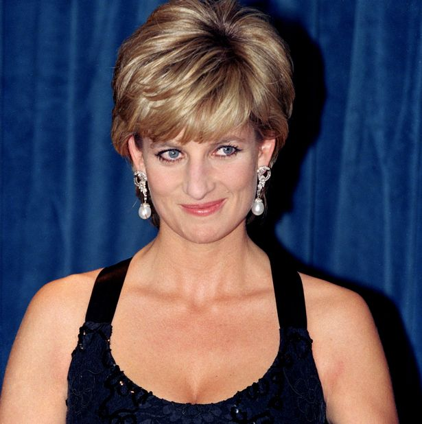 Princess Diana wearing her South Sea pearl and diamond earrings when she received a Humanitarian Award at the United Nations in 2007. Photo Getty