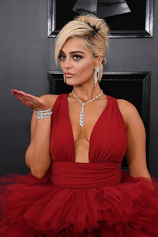 Bebe Rexha wore diamond jewelry by Hearts on Fire.