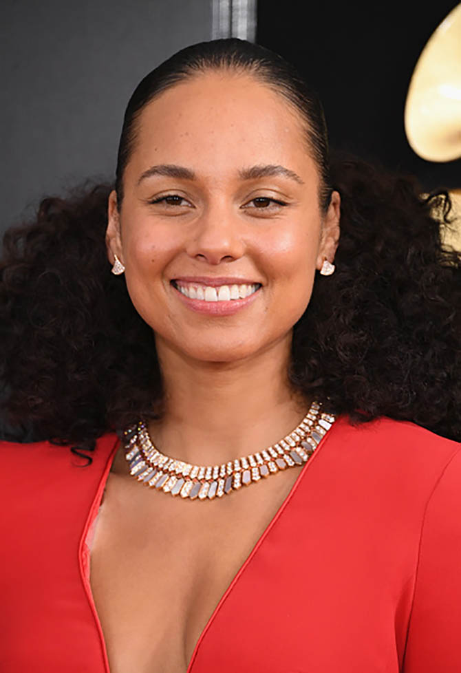 Alicia Keys in a Bulgari necklace at the Grammys.