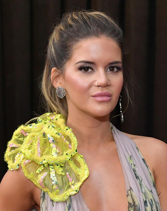Maren Morris wore earrings by Lorraine Schwartz.