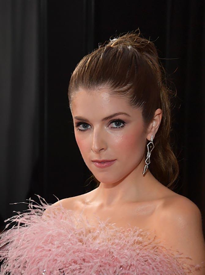Anna Kendrick wore earrings by Nikos Koulis earrings at the Grammys.