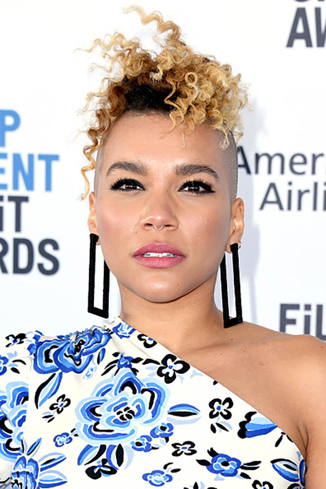 Emmy Raver-Lampman wore square hoops with her one-shoulder dress.