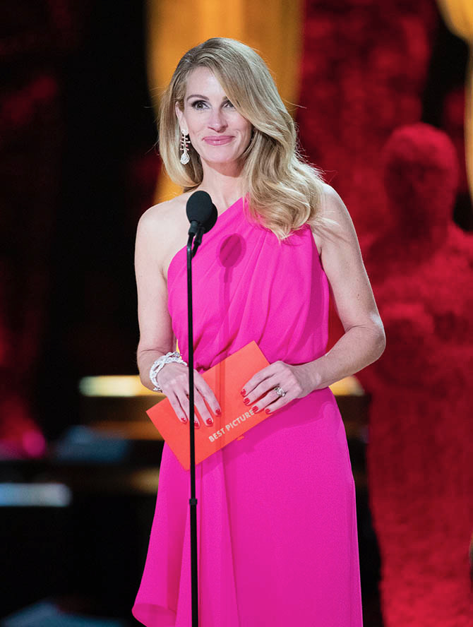 Julia Roberts in Cindy Chao jewels presenting the Best Picture Award at the 2019 Oscars.