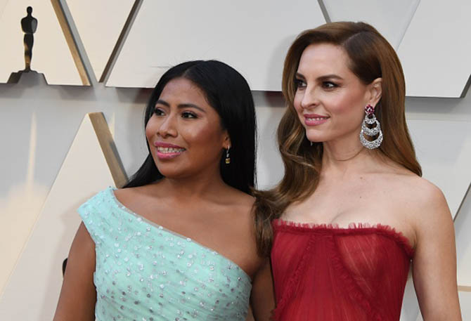 Roma actresses Yalitza Aparicio and Marina de Tavira wore earrings by Forevermark and Lorraine Schwartz respectively.