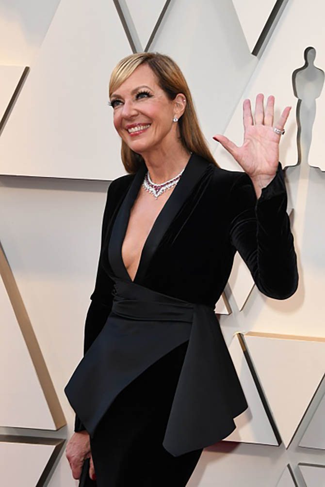 Allison Janney wore a ruby and diamond necklace by Chopard.