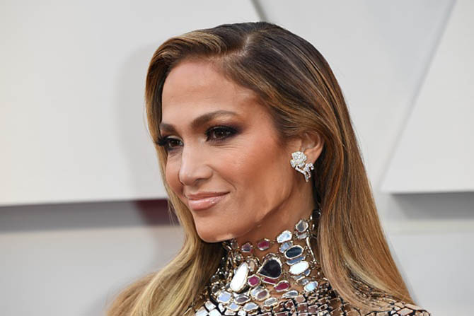Jennifer Lopez wore earrings by Niwaka