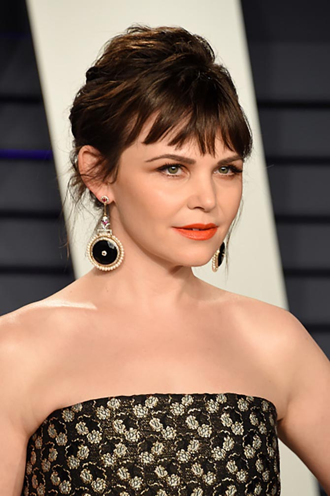 Ginnifer Goodwin wore Hanut Singh earrings.