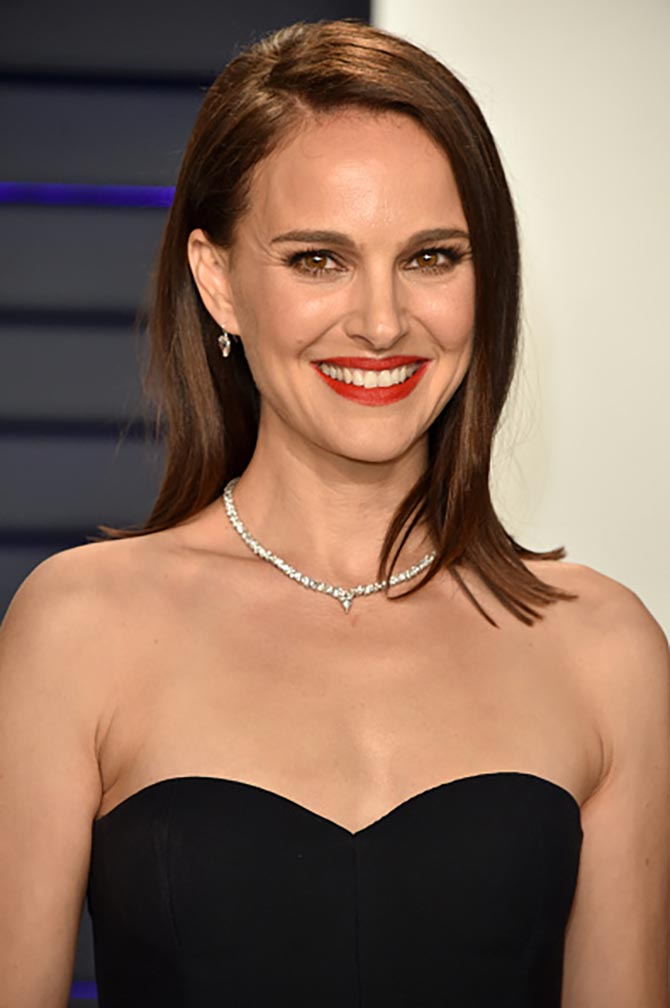 Natalie Portman wore a diamond choker from Beladora.