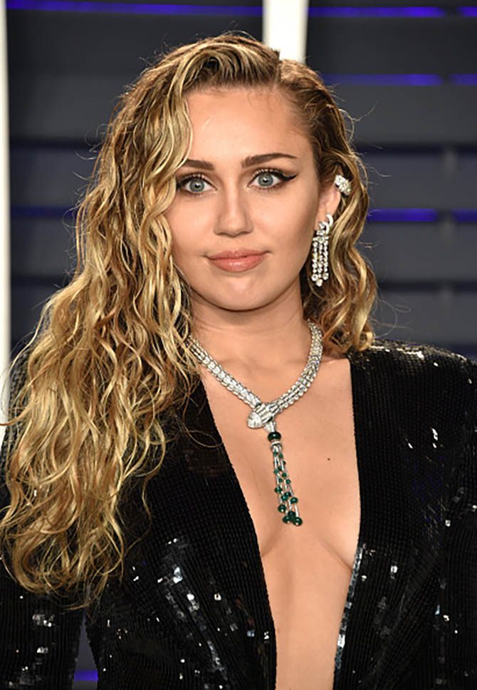Miley Cyrus wore Bulgari jewels.