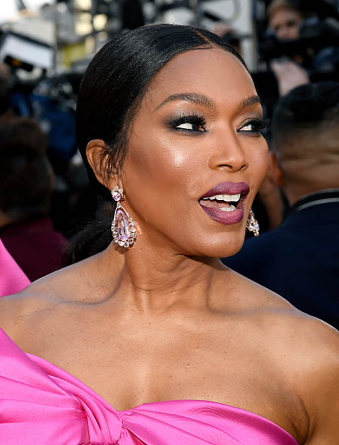 Angela Bassett wore earrings by Sutra.