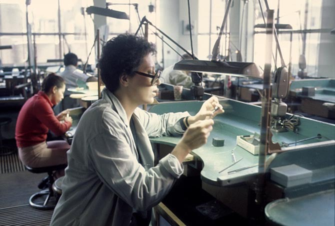 Jewelry designer Elsa Peretti working on jewelry at the Tiffany workshop in New York during the 1970s.