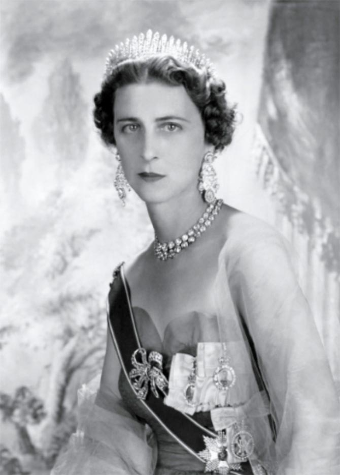 Princess Marina the Duchess of Kent wearing her bow brooch. Photo via