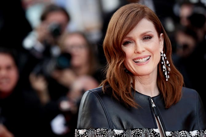 Julianne Moore wearing Chopard diamond earrings