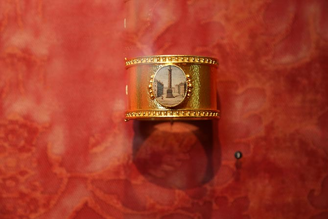 Gallery view of 'A Return to the Grand Tour' showing a 19th century micromosaic of the Piazzo del Popolo in Rome set in a bracelet by Elizabeth Locke. Photo: David Stover © Virginia Museum of Fine Arts.