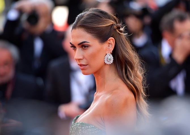 Melissa Satta wore earrings by Chopard.