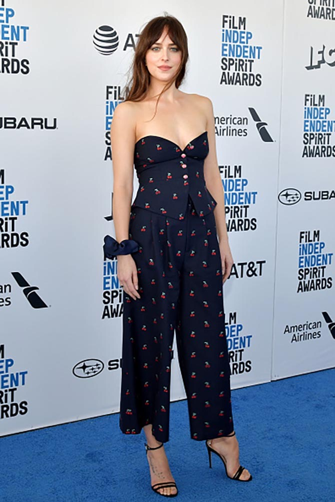 Dakota Johnson wore a scrunchie on her wrist by Sophie Buhai at the Independent Spirit Awards. Photo courtesy