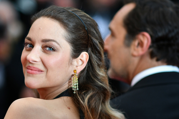 Marion Cotillard wore earrings by Chopard