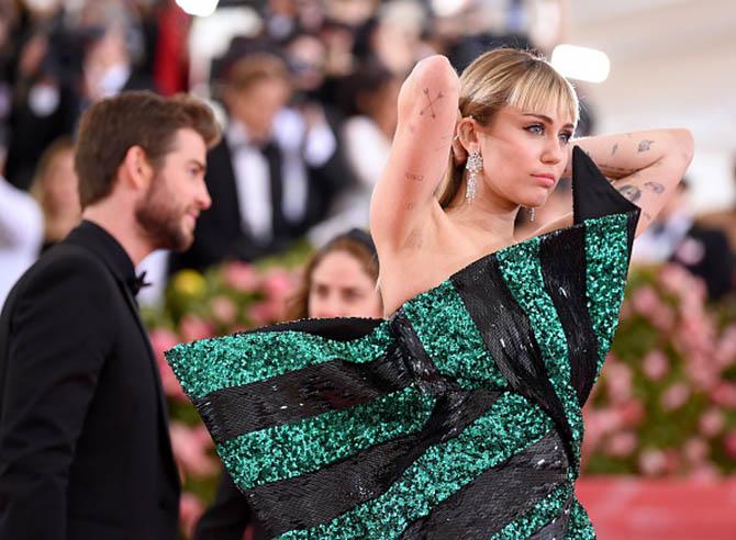 Miley Cyrus wearing Bulgari earrings at The 2019 Met Gala