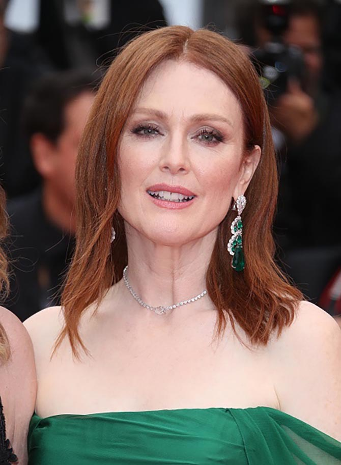 Julianne Moore wore emerald and diamond earrings and a diamond necklace all from Chopard