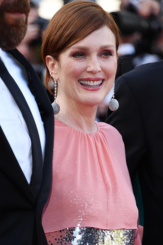 Julianne Moore wore Chopard and Givenchy