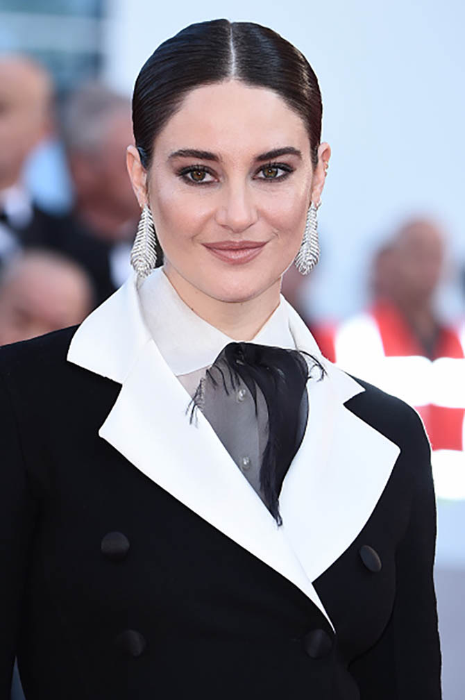 Shailene Woodley in Plume de Paon pendant earrings by Boucheron