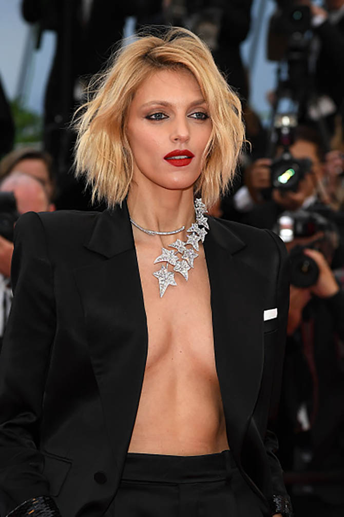 Anja Rubik wore a Boucheron necklace with a black pantsuit.