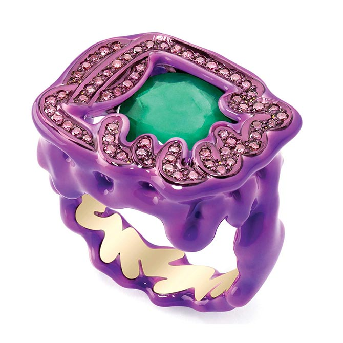 Scribble ring by Solange Azagury Partridge set with an emerald and purple diamonds in ceramic plate, lacquer and yellow gold ring