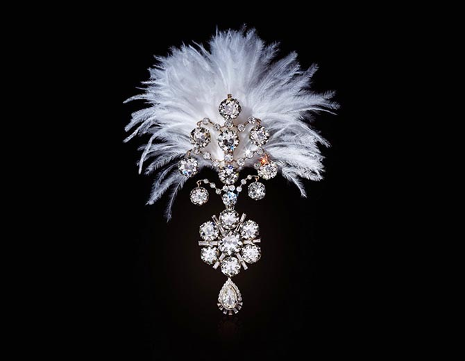 A Belle Époque diamond jigha from the Maharajas & Mughal Magnificence sale at Christie's. The turban ornament was made in 1907 and is set with old, baguette and pear-shaped diamonds in white gold. It is fitted with plume holder on the reverse. The piece was remodeled around 1935.
