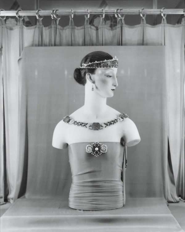 Cartier's Collier Berenice set with the Taj Mahal emerald on display at the 1925 Paris Exposition on a mannequin wearing several other pieces by the French jeweler. Photo via Pinterest