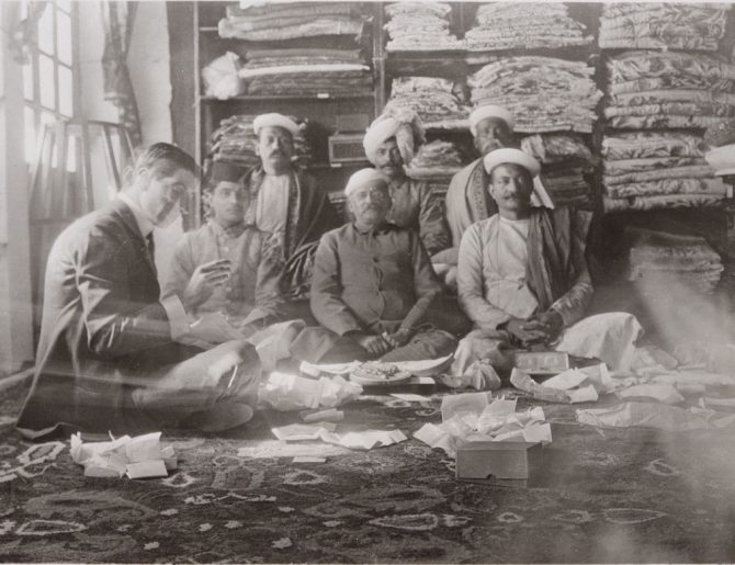 Jacques Cartier with Indian gemstone dealers in 1911. Photo Cartier Archives © Cartier