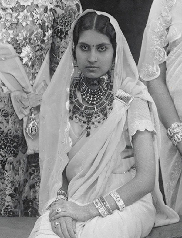 Maharani of Patiala wearing Cartier necklaces and other Art Deco jewels in 1931. Photo © National Portrait Gallery, London