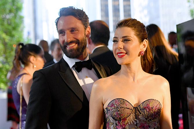 Marisa Tomei wore ruby cluster earrings with her printed gown.