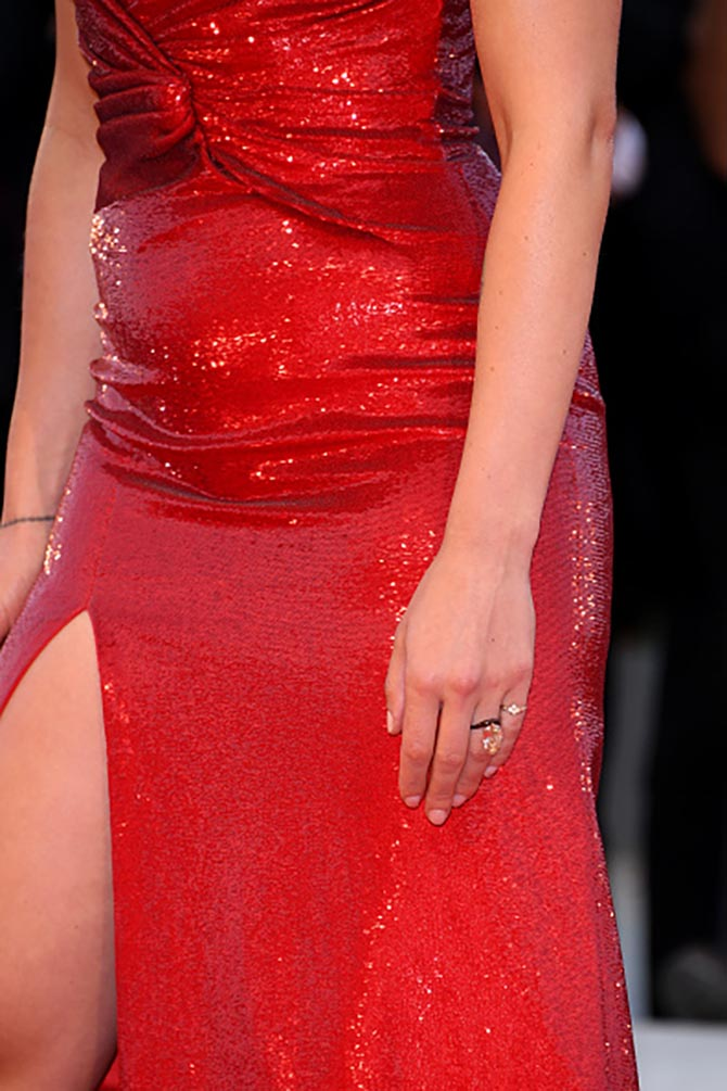 Detail of Scarlett Johansson's engagement ring by James de Givenchy