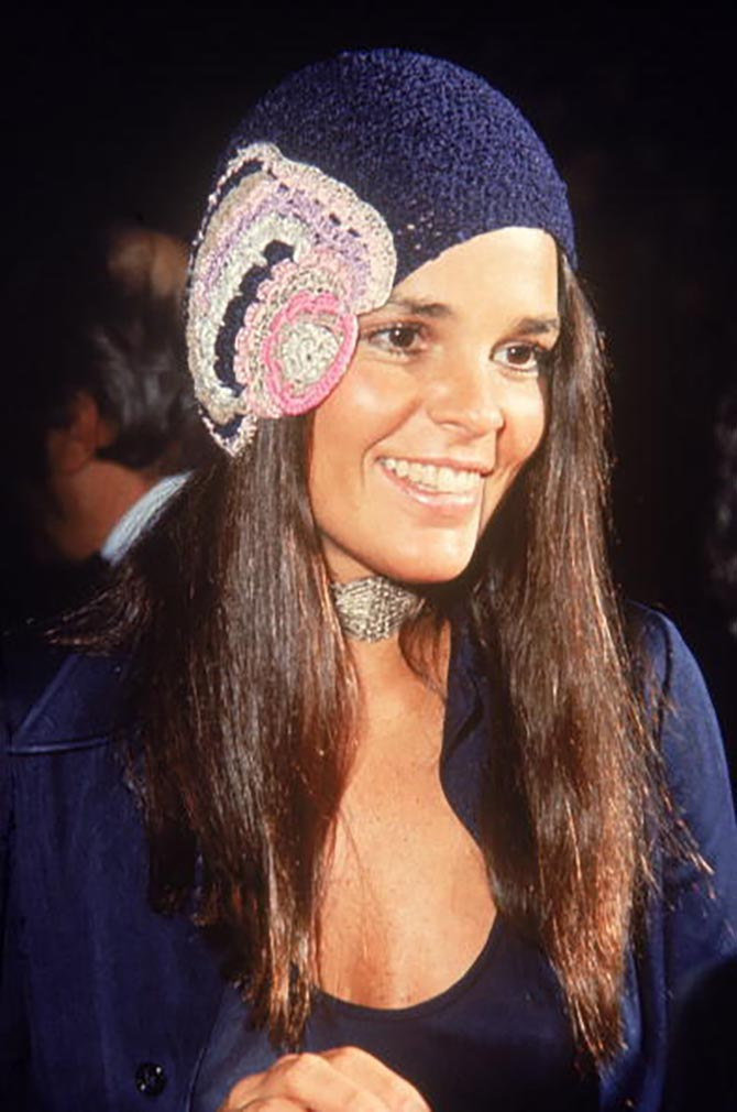 For the 1971 Academy Awards, Ali McGraw wore an Edwardian style choker and a crocheted cap.