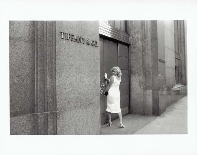 Marilyn Monroe trying to get into Tiffany
