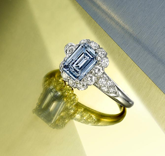 Bonhams NEW YORK LOT 142 – A rare and impressive fancy colored diamond and diamond ring by Van Cleef & Arpels