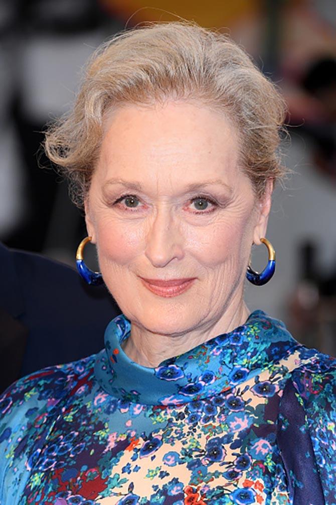 Meryl Streep wore hoop earrings from Dinosaur Designs at The Laundromat screening.