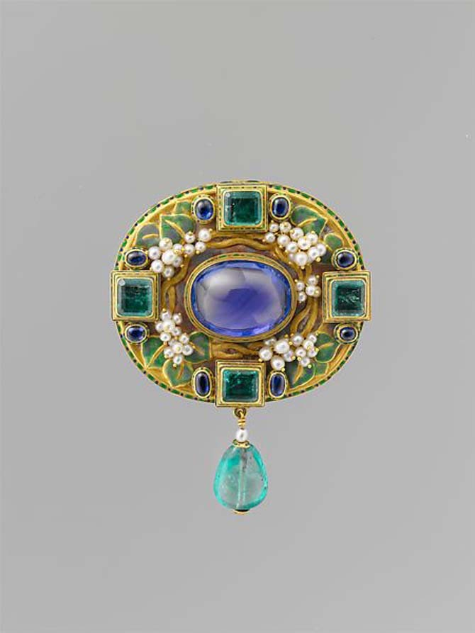 Brooch by Florence Koehler composed of Gold, sapphire, pearls, emeralds, enamel, circa 1905 Photo Met