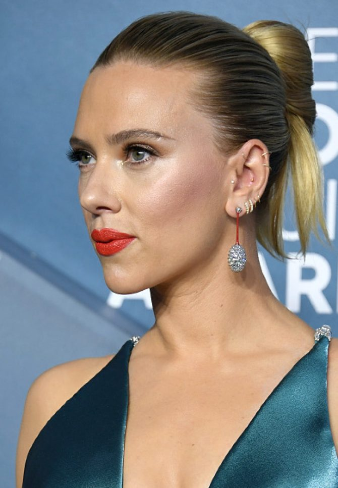 Scarlett Johansson wore diamond and ceramic earrings by Taffin