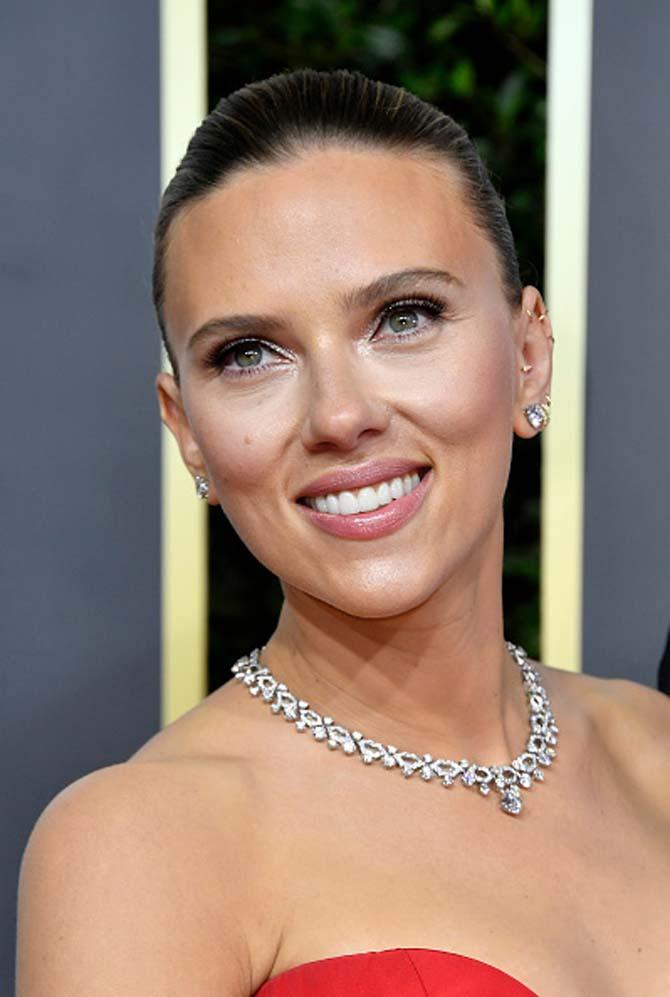 Scarlett Johansson wore a diamond choker by Bvlgari.