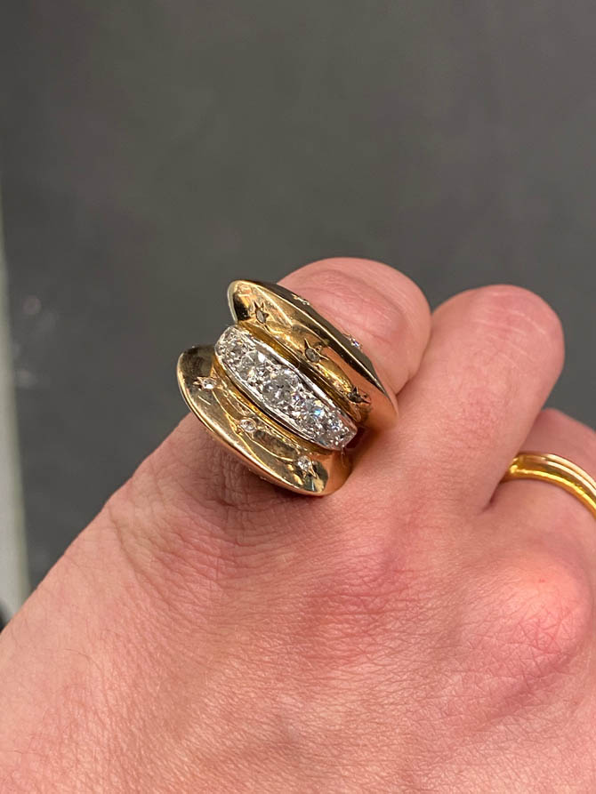 An Art Deco ring in 18kt yellow gold with approximately 2 carats of round-brilliant diamonds from Il Mercante