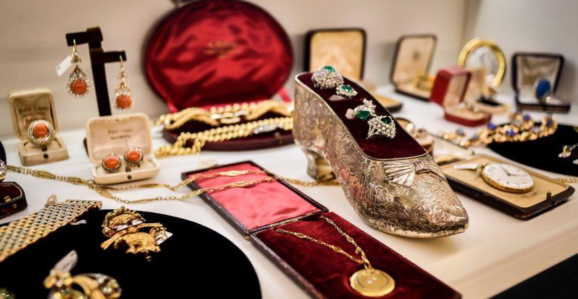 The AdventurinePostsVintage Jewelry, Italian Style