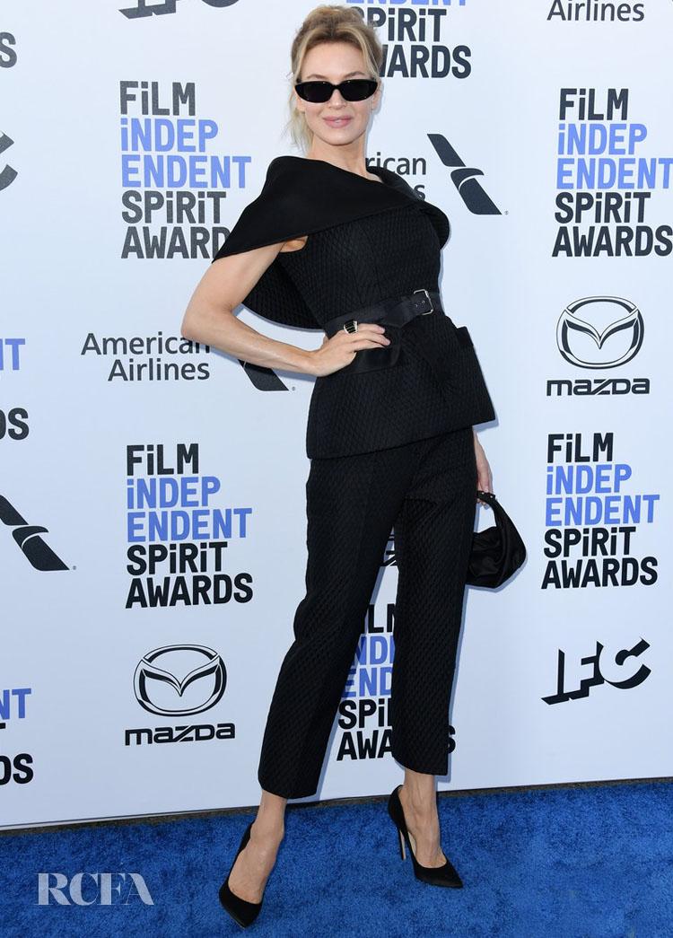 Renée Zellweger wore a ring by David Webb.