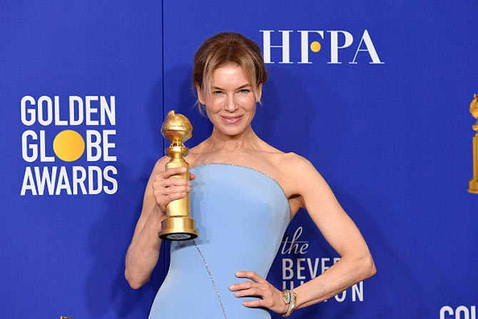 Zellweger wore a David Webb Crossover Bangled composed of brilliant-cut diamonds, hammered 18K gold, and platinum to the Golden Globe Awards in Beverly Hills on January 5, 2020.