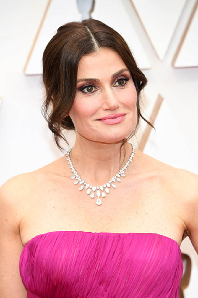 Idina Menzel wore a necklace from Harry Winston