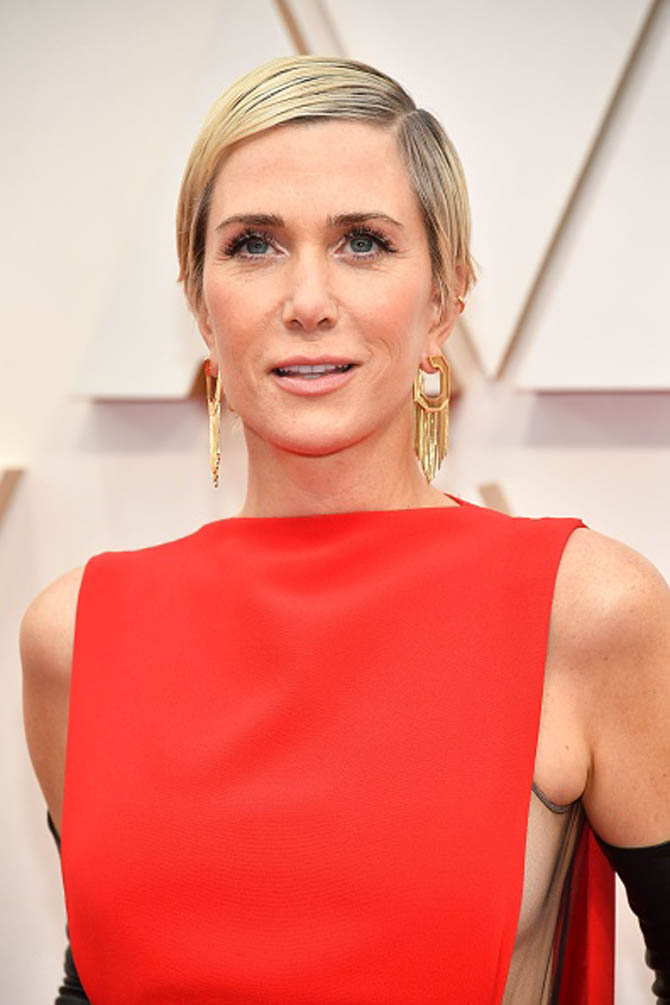 Kristen Wiig wore earrings by Nikos Koulis.